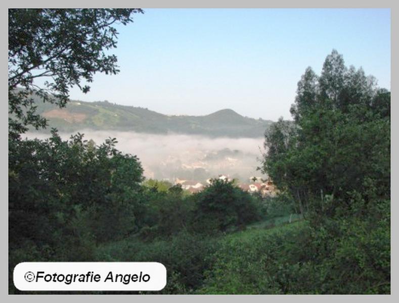 dorp in wolk