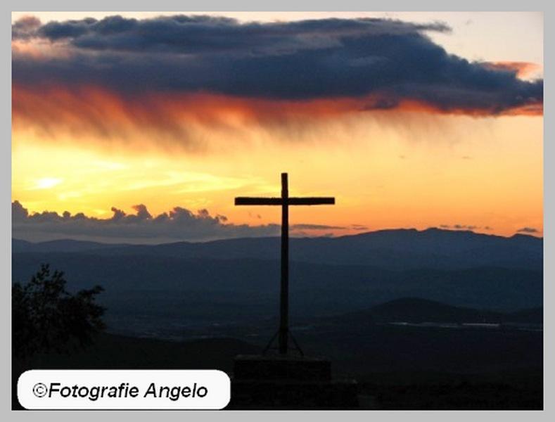 kruis bij avond